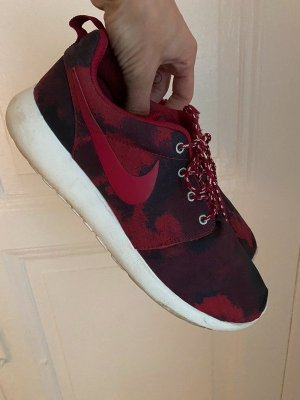 "Nike Roshe Run ""Red Camo"""
