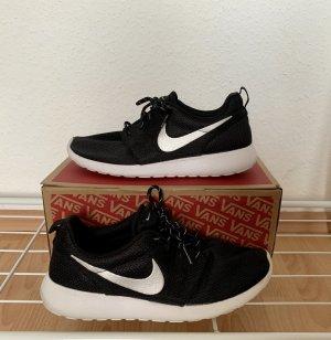 Nike Roshe Run schwarz weiß Gr.40