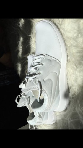 Nike roshe run two pure white