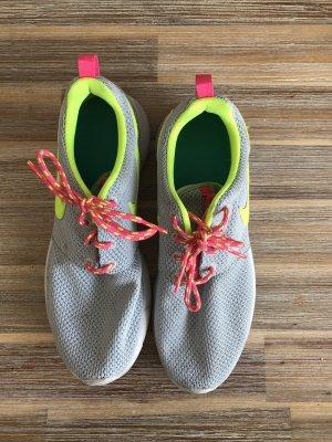 Nike Rosherun kaum getragen