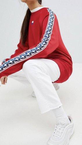 Nike - Rotes Sweatshirt mit Rundhalsausschnitt und Seitenstreifen