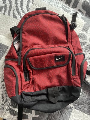 Nike Mochila de montaña rojo oscuro-negro