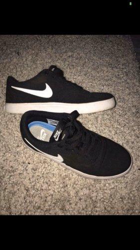 Nike Lace-Up Sneaker black-white