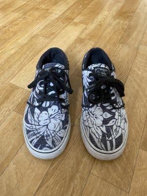Nike Skater Shoes dark blue-white
