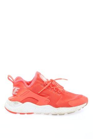 Nike Sneaker slip-on arancione chiaro caratteri stampati stile atletico