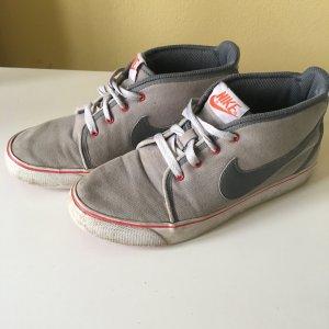 Nike Schnürschuhe Gr. 39
