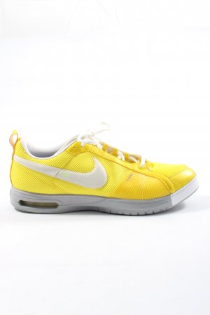 Nike Schnürsneaker blassgelb-weiß Casual-Look