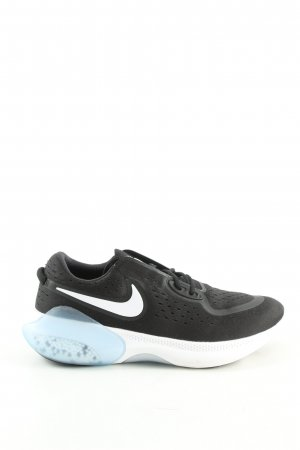 Nike Lace-Up Sneaker black-white athletic style