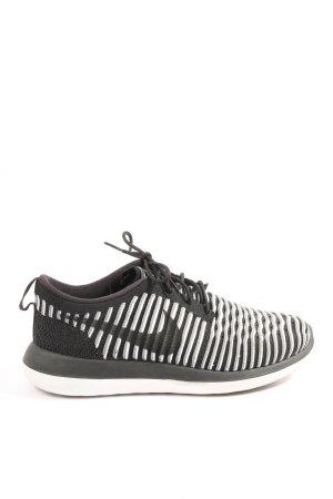 Nike Schnürsneaker schwarz-weiß Streifenmuster Casual-Look