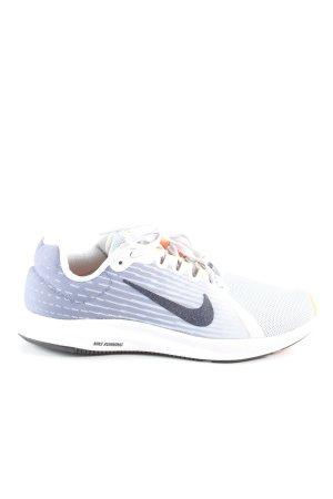 Nike Schnürsneaker hellgrau-weiß Streifenmuster Casual-Look