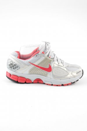 Nike Lace-Up Sneaker light grey-red casual look