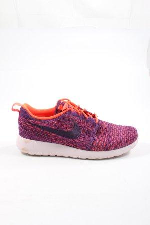 Nike Schnürsneaker hellorange-lila Streifenmuster Casual-Look