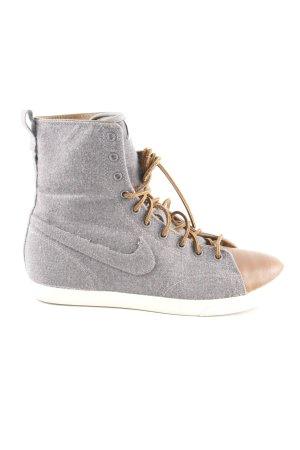 Nike Schnürsneaker grau-braun Casual-Look