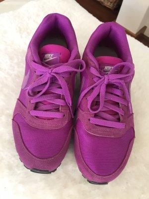 Nike Schnürsneaker in knallig leuchtender Farbe * MD Runner 2 * 38,5