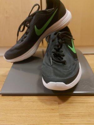 Nike Schnürsneaker schwarz grün