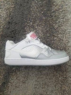 Nike Schuhe 36