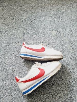 Nike Schuhe 37