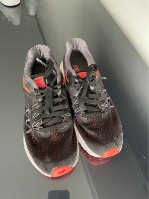 Nike Schuhe 38,5