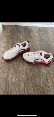 Nike Schuhe 720