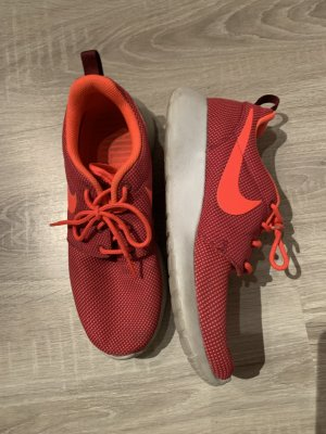 Nike Lace-Up Sneaker bright red