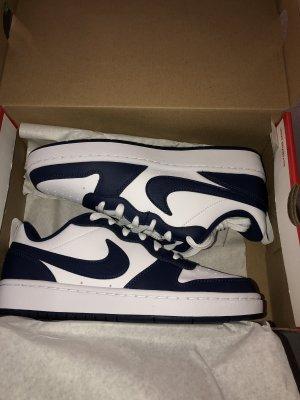 Nike Schuhe Court