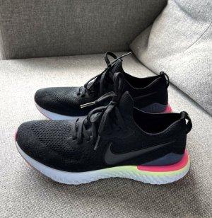 Nike Schuhe Epic React Flyknit in BLACK