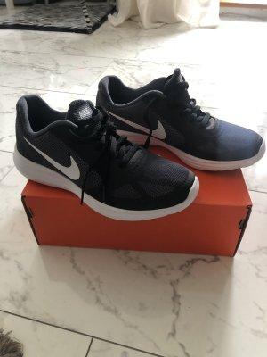 Nike Schuhe ganz neu in 38.5