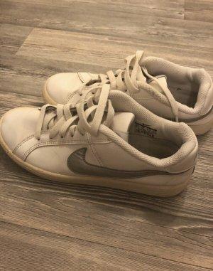 Nike Schuhe gr. 37,5 schöne Schuhe
