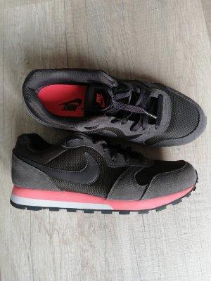 Nike Schuhe Gr. 38/39
