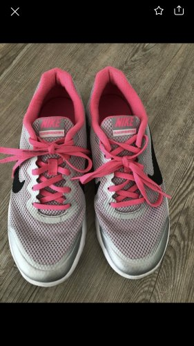 Nike Schuhe gr. 38,5 EUR