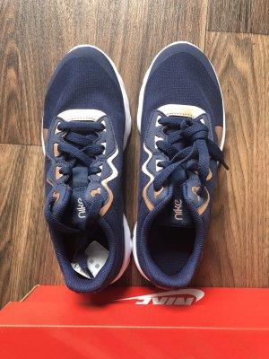 Nike Schuhe neu mit Label nur