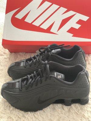 Nike Schuhe schwarz 38 Neu