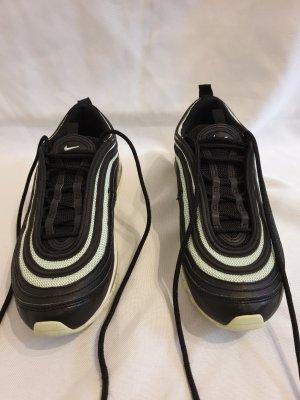 Nike Schuhe/Sneaker