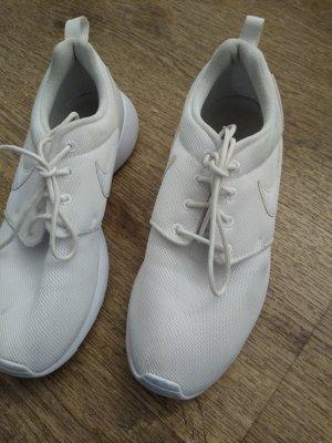 Nike Schuhe weiß