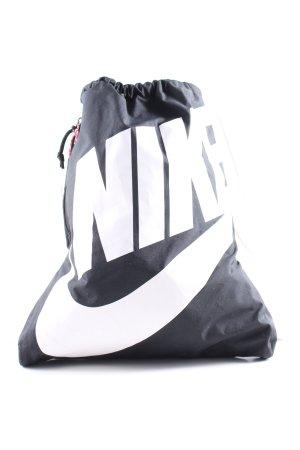 Nike Schulrucksack schwarz-weiß Schriftzug gedruckt sportlicher Stil