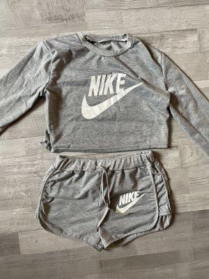 Nike Set - LangarmShirt + kurze Hose