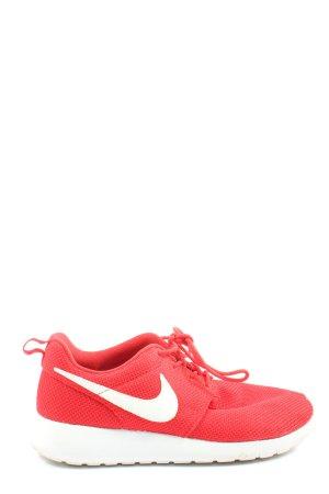 Nike Skaterschuhe rot-weiß sportlicher Stil