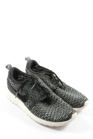 Nike Skaterschuhe schwarz-weiß Allover-Druck Casual-Look