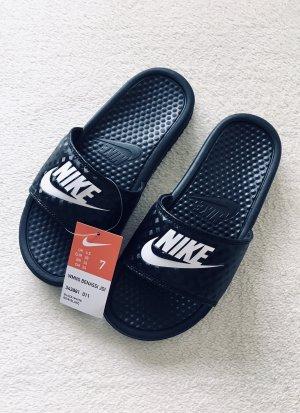 Nike Slip-on Sandalen Latschen schwarz Gr. 38