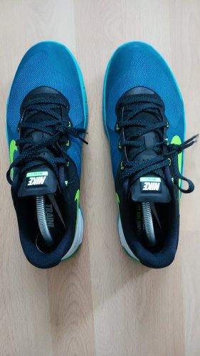 Nike Sneacker 43 bunt