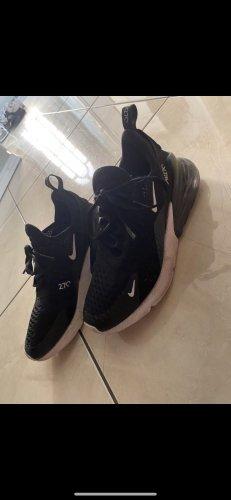 Nike sneaker 27C