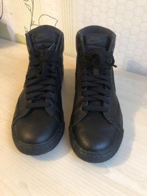 Nike High Top Sneaker black