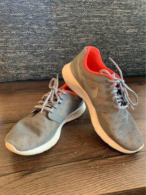 Nike Basket à lacet gris clair-orange fluo