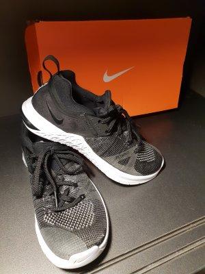 Nike Sneaker Fitness Schuhe gr.36.5