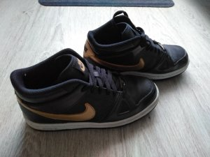 Nike Sneaker Gold Limited Edition