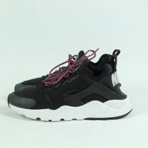 NIKE Sneaker Gr. 39 schwarz Mod. Huarache (20/09/359*)