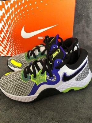 Nike Sneaker Größe 42