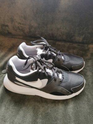 Nike Sneaker Grün 38.5