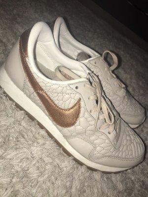 Nike Sneaker in beige