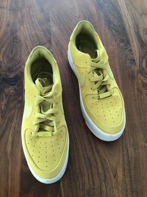 Nike Sneaker in gelb, total angesagt